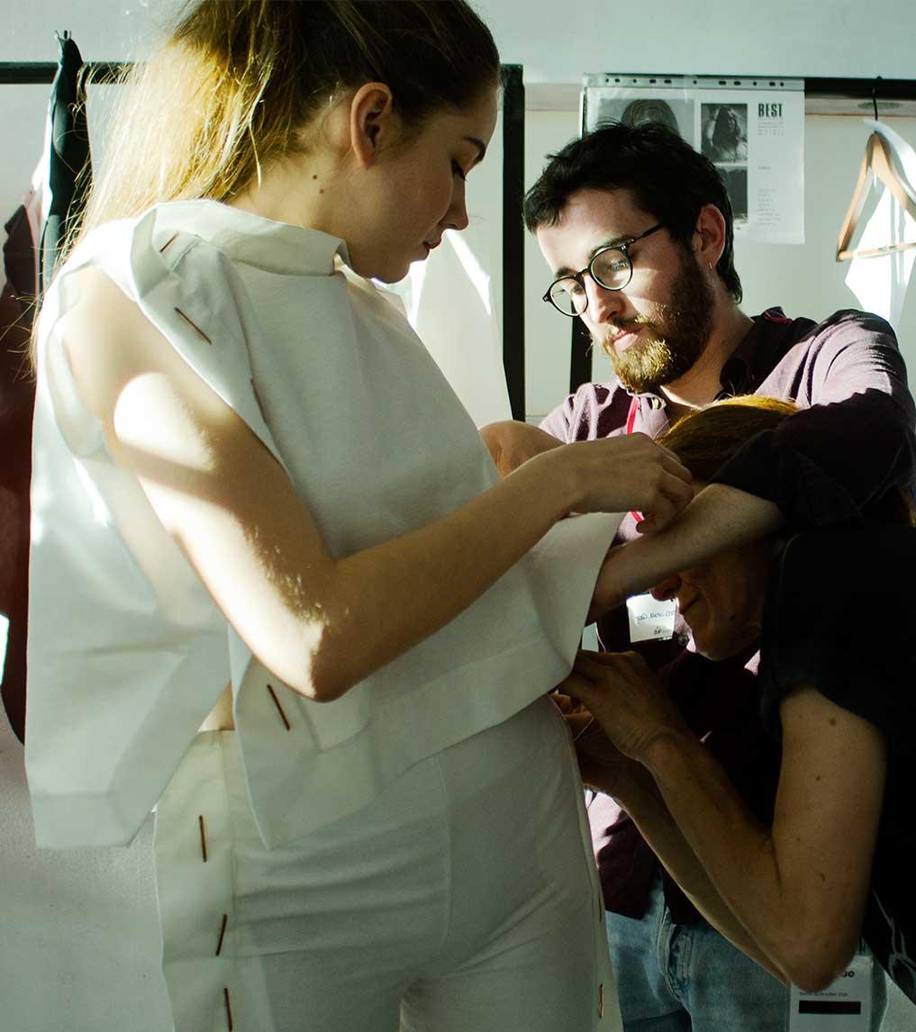 Criação de peças de vestuário na Escola de Moda do Porto